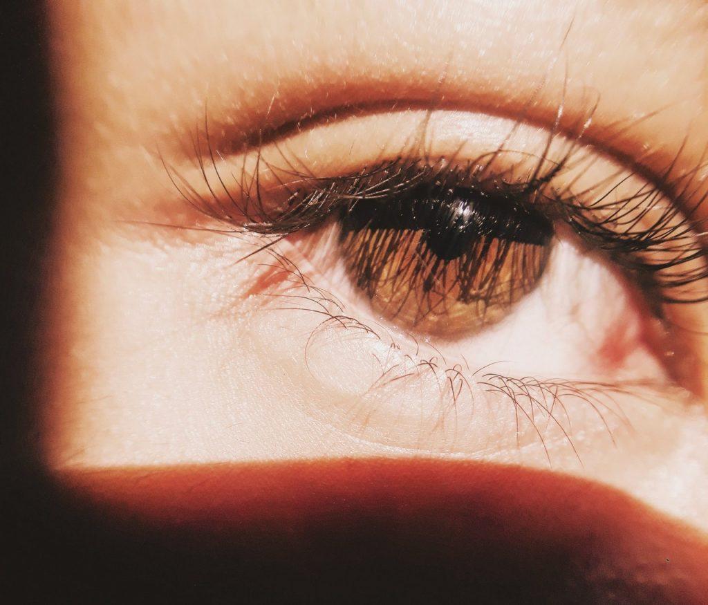 szem alatti ráncok